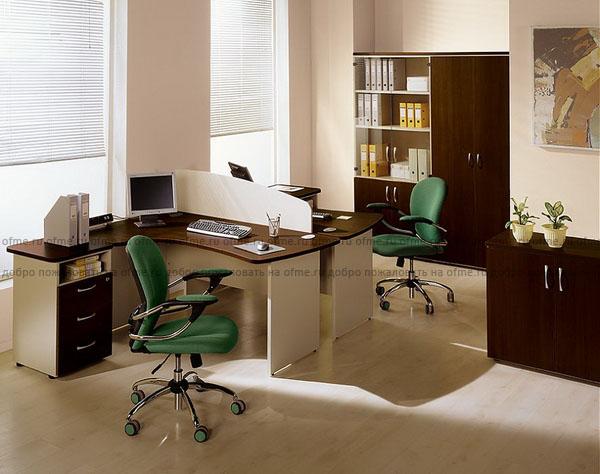 Белая офисная мебель с офисными принадлежностями